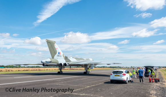 XM655 had been moved to the centre of Wellesbourne airfield and looked stunning under a sunny sky.