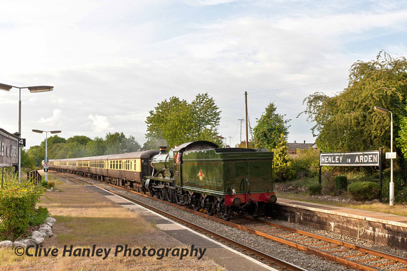 4936 Kinlet Hall approaches Henley in Arden 17minutes ahead of schedule.